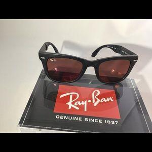 RayBan Folding Wayfarer Matte Black redmirror lens